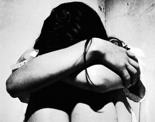 Violenza degli uomini sulle donne, violenza tra donne, e violenza del governo sulle donne